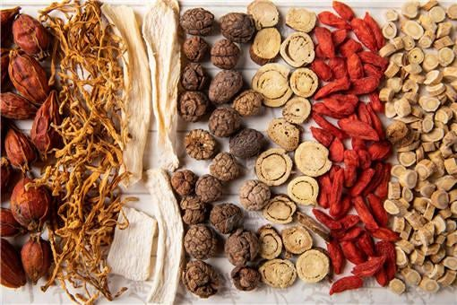 The careful drying of herbal medicine